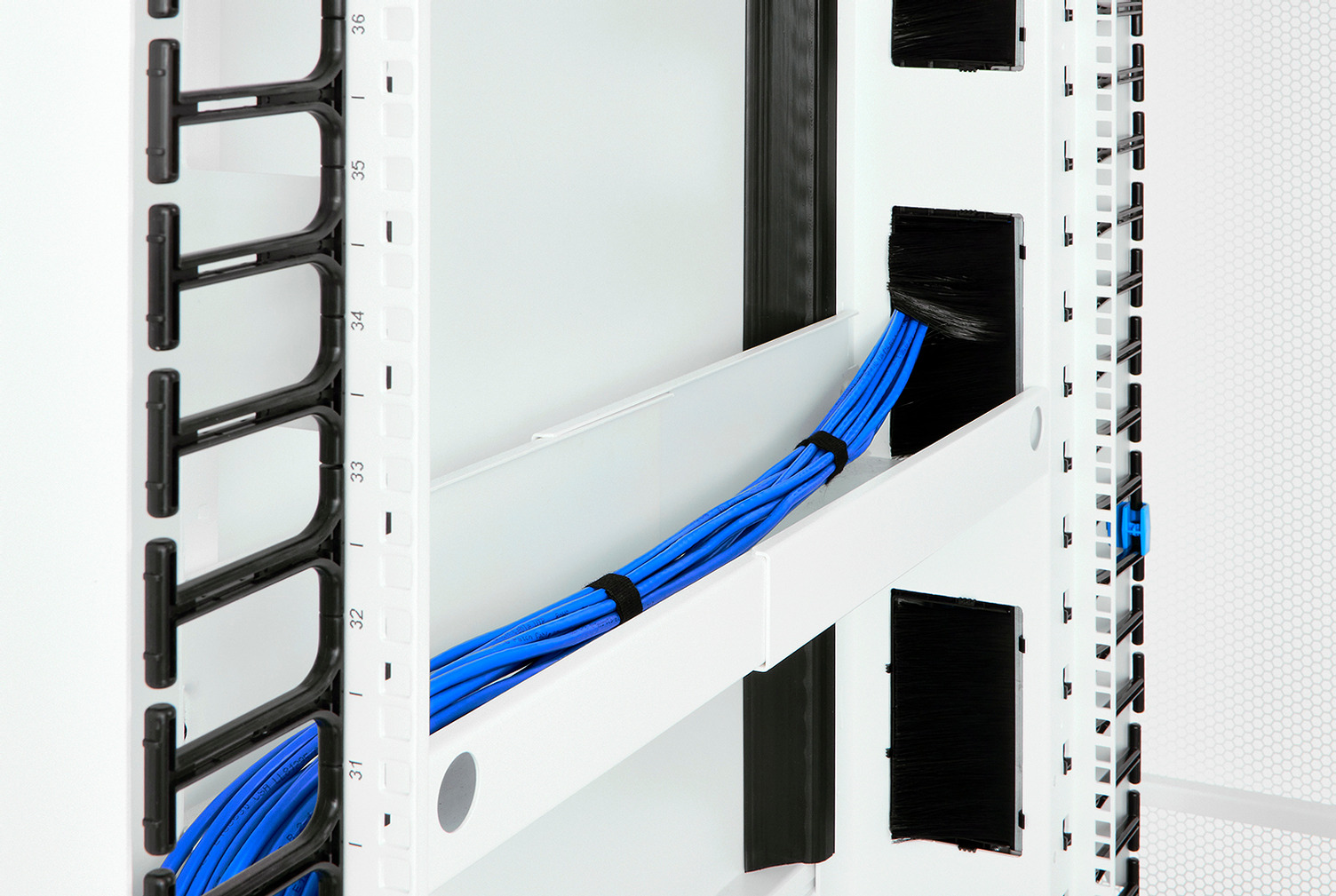 Front-To-Rear Cable Manager for ZetaFrame™ Cabinet Image